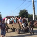 România absolut halucinantă: Procesiune cu armăsarul, printre morminte, în căutare de strigoi / Video